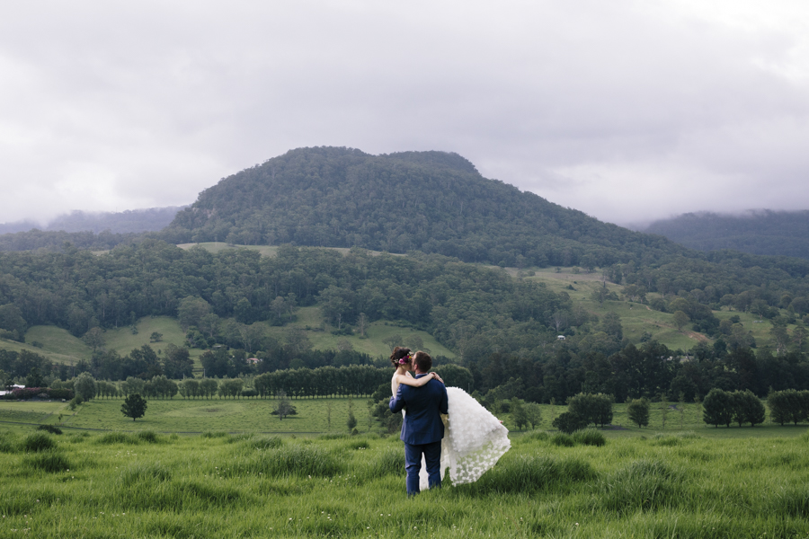 kangaroo-valley-wedding-photographer-melross-barn-estate-view-escarpment-landscape-venue
