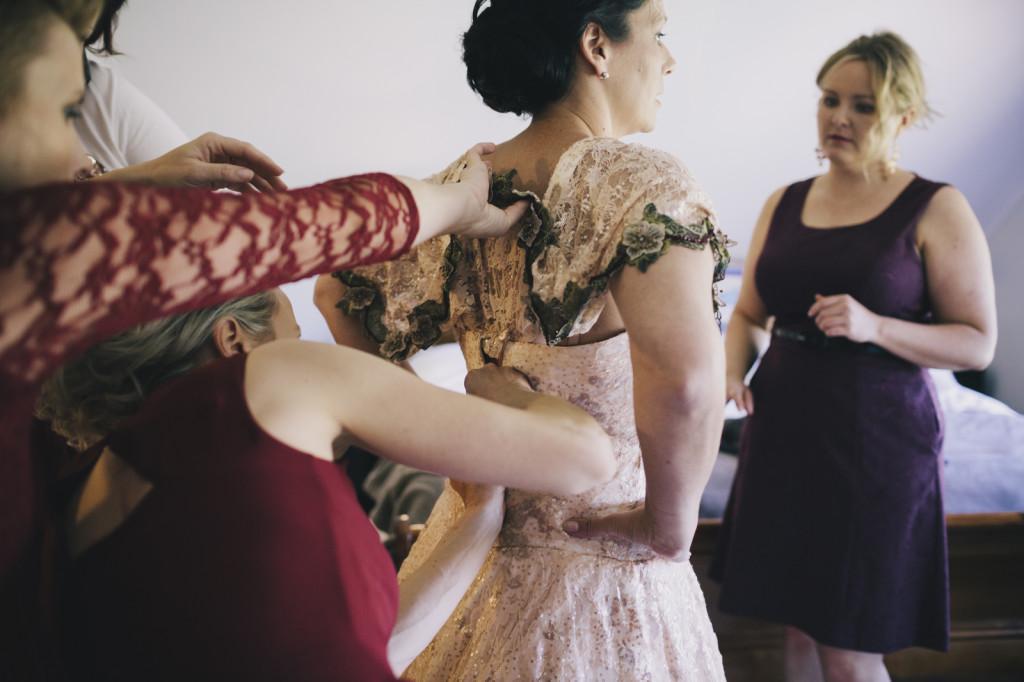 wedding-country-nsw-australia-destination-wedding-tumbarumba-batlow-canberra-photographer-videographer-vintage-documentary-farm-rustic-handmade-dress