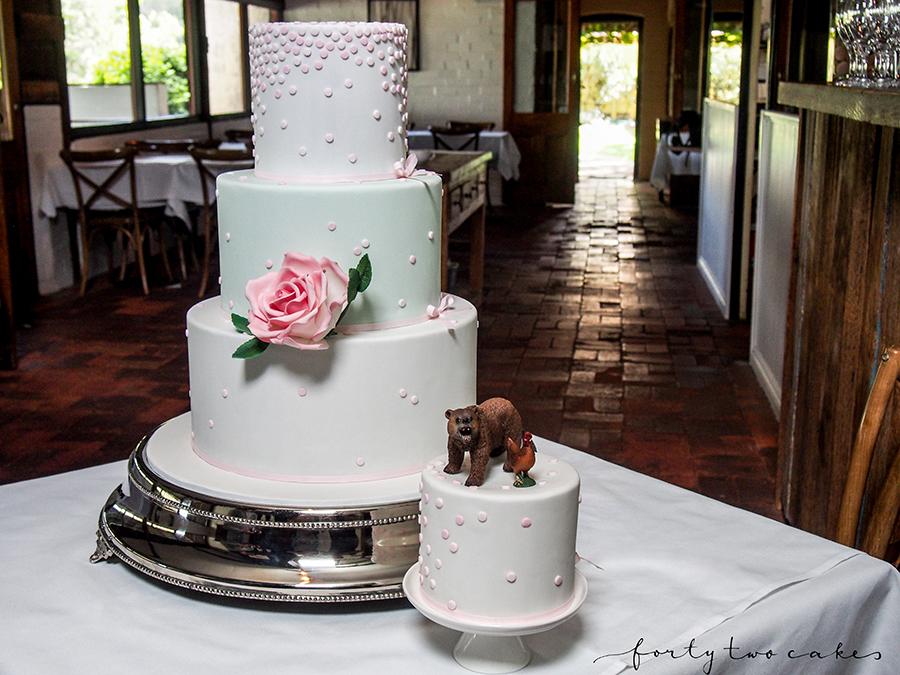wedding-cake-canberra-sydney-southern-highlands-south-coast-photographer-forty-two-cakes-fondant-pastel-design-spotty
