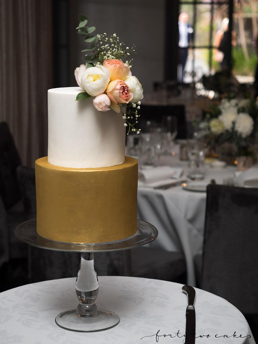 wedding-cake-canberra-sydney-southern-highlands-south-coast-photographer-forty-two-cakes-fondant-gold-white-flowers