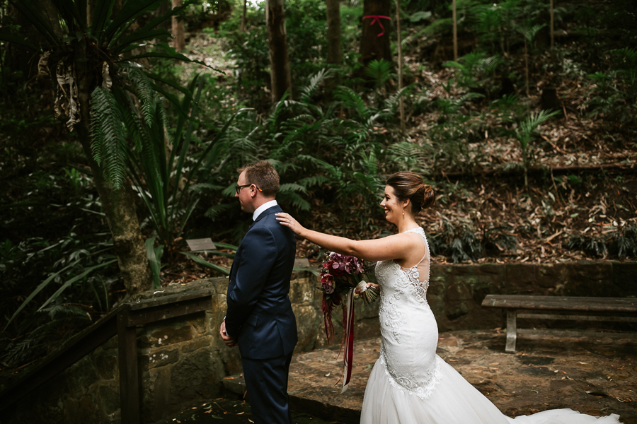 canberra-wedding-photographer-first-look-bride-groom